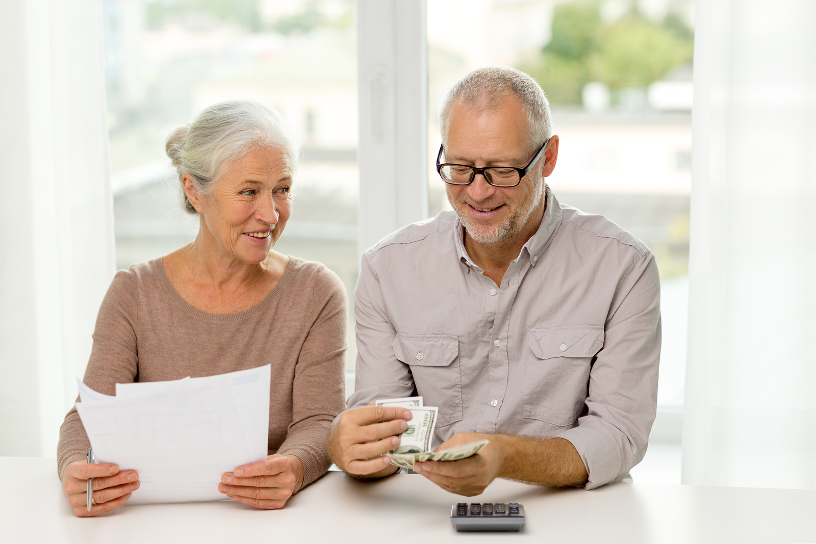 Which is the Better Pension Option: Lump Sum or Lifetime Monthly Payments?